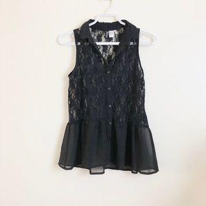💕 3/$20 H&M Black Lace Peplum Button Tank Top 💕
